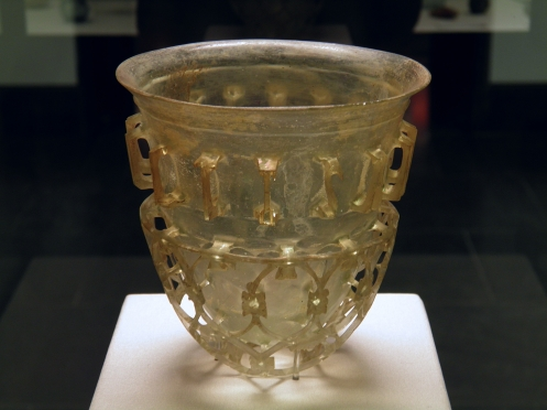 A diatret (cage cup) found Cologne, Staatliche Antikensammlungen, Munich (350-399 CE). Photo via Wikimedia.