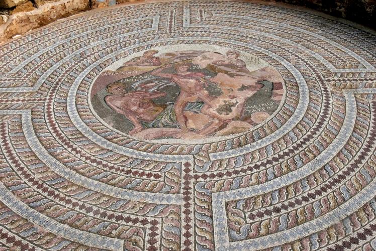 Paphos_Haus_des_Theseus_-_Mosaik_Theseus_1a